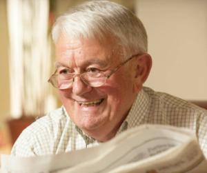 Ten Pan się cieszy ponieważ dzieci kupiły mu ubezpieczenie na życie po 60 roku życia
