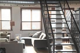 Ubezpieczenie mieszkania do kredytu hipotecznego świetnie zabezpiecza te piękne schodki